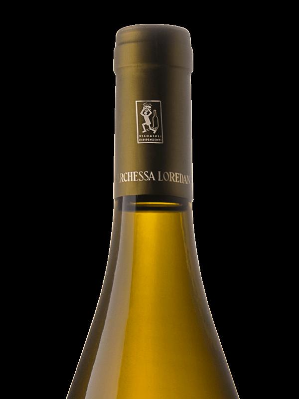 Collo della bottiglia di vino bianco Selva Bianca IGT Colli Trevigiani Traminer aromatico prodotto da Cantina Barchessa Loredan a Volpago del Montello.