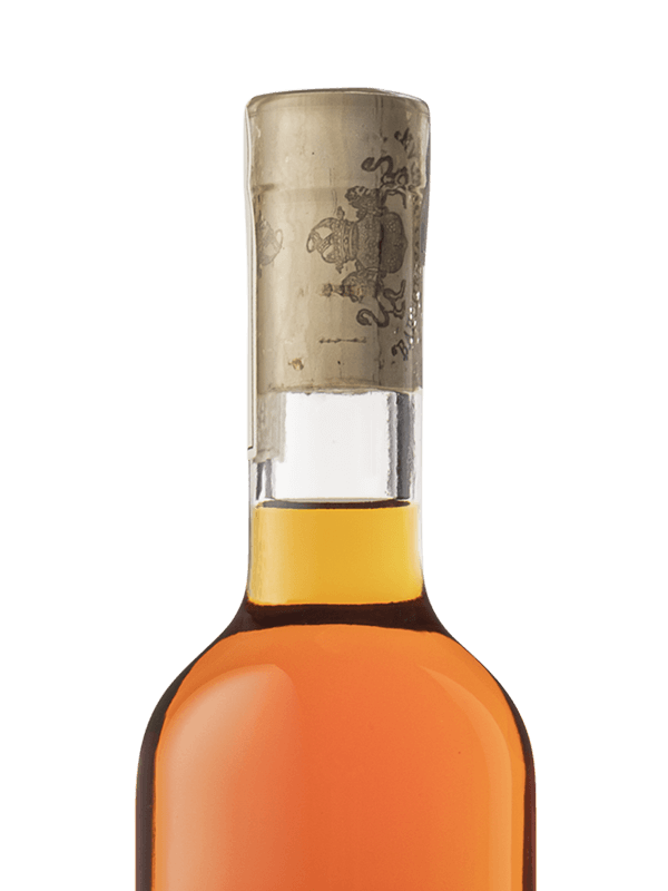 Il collo della bottiglia di Oro, vino prodotto a partire da uve passite.